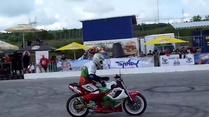 Изумителни стънт изпълнения с пистов мотор в България