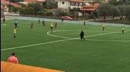 Баба прекъсна мач на младежи в Гърция!