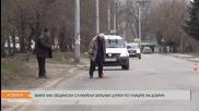 Вижте как общински служители запълват дупки по улиците на Добрич