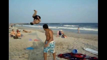 Фитнес Топка Заровена На Плажа = Трамплин