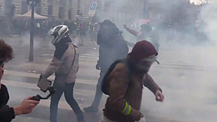 France: Tear gas flies during Paris pension reform strikes