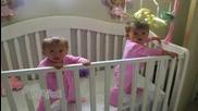 Близначета кихат едновременно