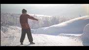 Страхотен дъбстеп танц сред красивата природа на Норвегия