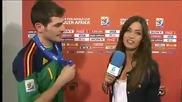 Касильяс целует репортершу