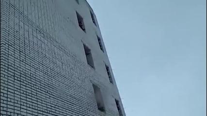 Най-откаченото скачане от сграда правено някога