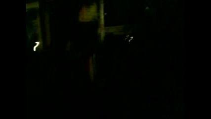 мравката,  полива деведките по сред нощ!!!