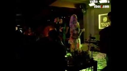 !!! Излагация !!! Камелия Се Излага - пее Левски Каручка Смях !!!