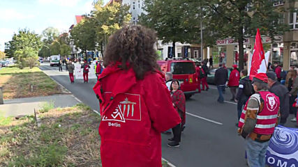 Germany: Hundreds of protesters march against mass layoffs by Siemens