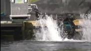 Страхотен трактор, който служи за почистване на водоемите от водорасли