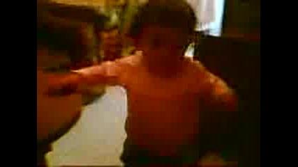 Детенце Танцува На Рамзи