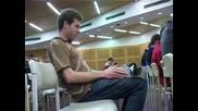 Момче отива на лекции с пишеща машина ( смях )