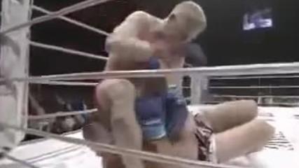 Гледайте какво се случва, когато Огромен Скинар се изправи срещу Руснак!