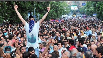 Armenian Premier Holds Out Olive Branch to Protesters
