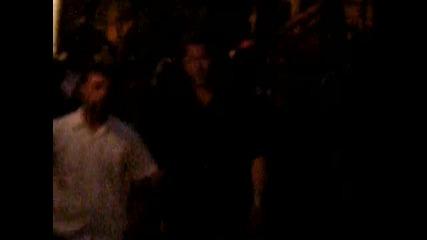 Роб поздрaвява фенове на снимачната площадка на Remember me