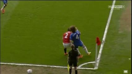 Вижте как Давид Луис изкара червен картон на Рафаел !