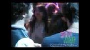 Джонас Брадърс танцуват със Селена Гомез на Dc games