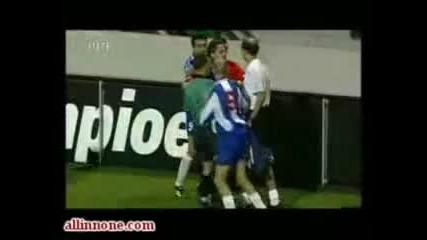 Футболният фен спаси вратата , голям смях