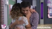 Виолета и Леон се прегръщат