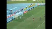Роналдинъо отнема топката с финт !