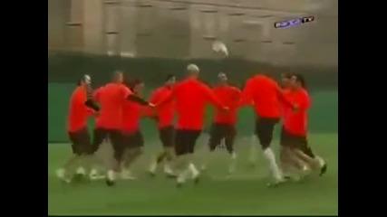 Забавна тренировка на Барселона ;d - Видео