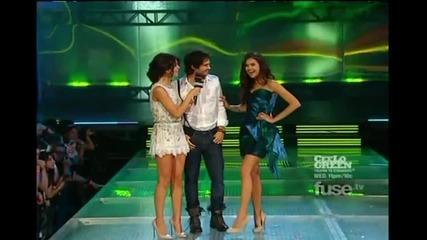 Селена на наградите говори със Нина и Иън :*