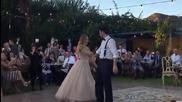 Младоженци изненадаха гостите си с магически танц