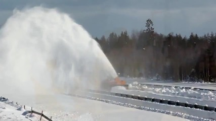 Как се почистват заснежените пътища в Швеция?