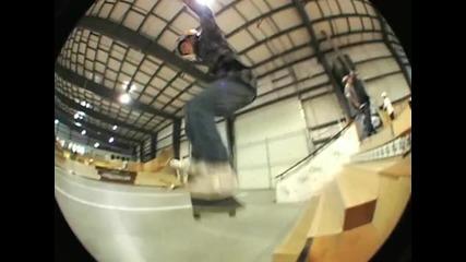 Няколко готини скейт трикчета :)
