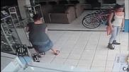 Жена краде плазмен телевизор зa Секунди