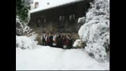 Фолкорна група Перун - Вятър вее, сняг долита