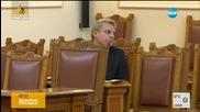 """Опозицията """"разпъва"""" в парламента Петър Москов за ваксините"""