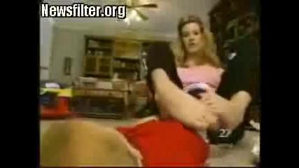 Жена Без Ръце, Всичко Прави С Крака