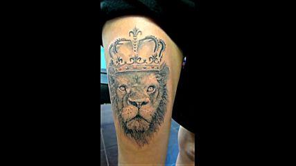 Татуировка на лъв с корона