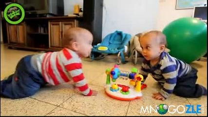 Близначета хващат ритъма