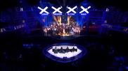 """160 души пеят в перфектен синхрон """"алелуя"""" на финала на Великобритания търси талант"""
