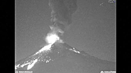 Зрелищни изригвания на вулкана Попокатепетъл