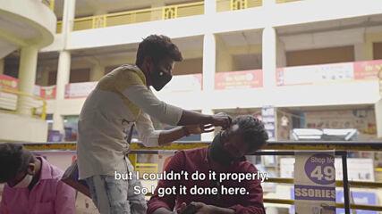 """Само в Индия: професия """"Почистване на уши"""""""