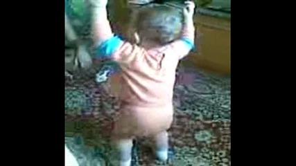 Танцуващо бебе ( Виктория Костадинова Стоева )