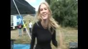 Много Смях! Жена гълта муха докато говори пред камера :d