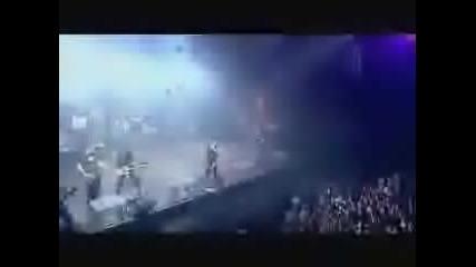 Avril Lavigne - Take Me Away (Paris Live)