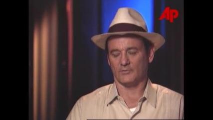 Звездата Бил Мъри дава интервю за филма си Лудории (1998)
