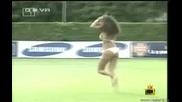 !!!две Мацки Влизат На Терена На тренировката на Италия (господари на ефира )