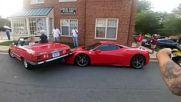 Жена паркира върху капака на Ferrari .