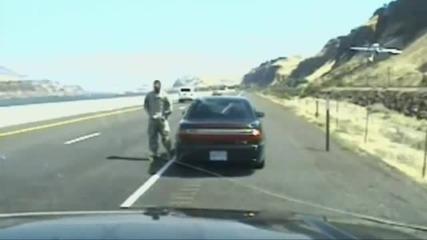 Бандит стреля по ченге на магистрала в Орегон С А Щ