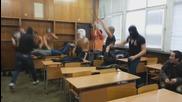 Българи избухват в час стил Harlem Shake