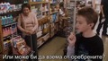 Хлапе купува презерватив