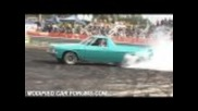 Aqua holden ute burnout at Ingham Car Show