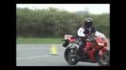 Съвършени умения в управлянието на мотоциклет