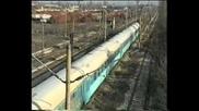 Бдж влак с вагони 63 серия минава през подуяне разпределителна