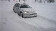 Bmw 330xd в снега